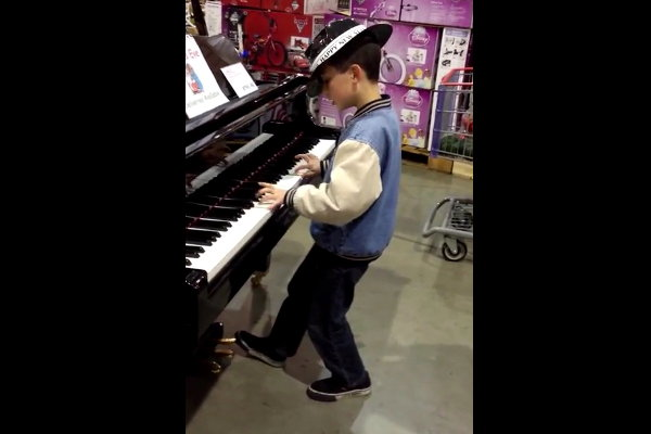 Little Kid Plays Piano in a Costco Store, Kills It (Video)