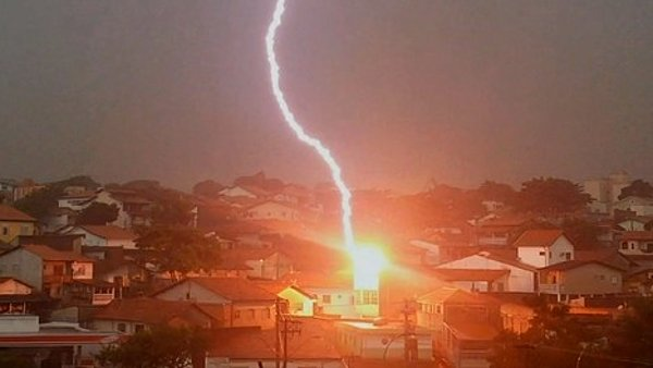 Lightning Strikes House in Brazil (Video)
