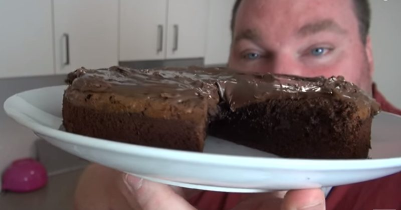 All It Takes Are 3 Ingredients To Make This Ridiculously Delicious Chocolate Cake!