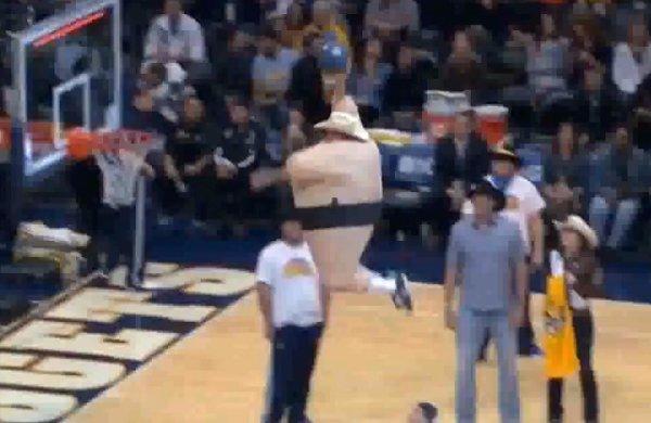 Sumo Wrestler Cowboy Dunks during Denver Nuggets Halftime Show (Video)