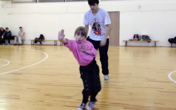 Little Girl Performs Impressive Electro Dance Routine (Video)