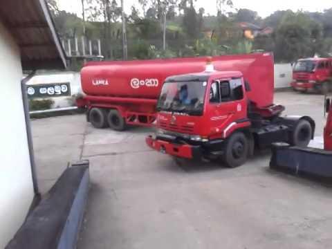 Fuel Truck Driver Does a Sharp U-turn Like a Boss