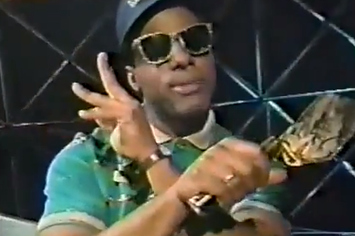 """Hilarious '80s Wendy's Training Video Complete With """"Grill Skills"""" Rap"""