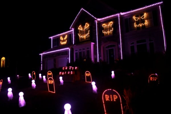 What The Fox Say Halloween Lights (Video)