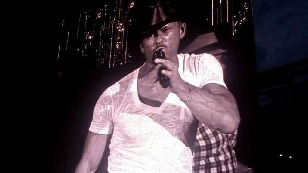Watch Live as Tim McGraw Makes a Music Video
