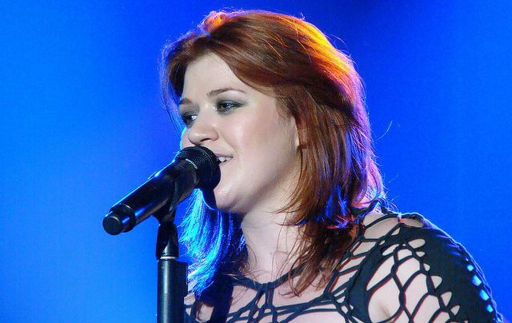 Kelly Clarkson Takes Song Requests on Twitter