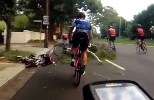 Tree Branch Falls on Cyclist in Sydney (Video)