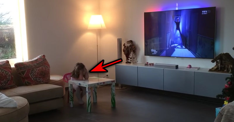 When His Daughter Was Watching TV, He Set Up A Camera To Record This Awesomeness