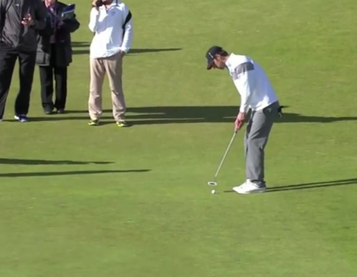 Michael Phelps sinks 159-foot putt